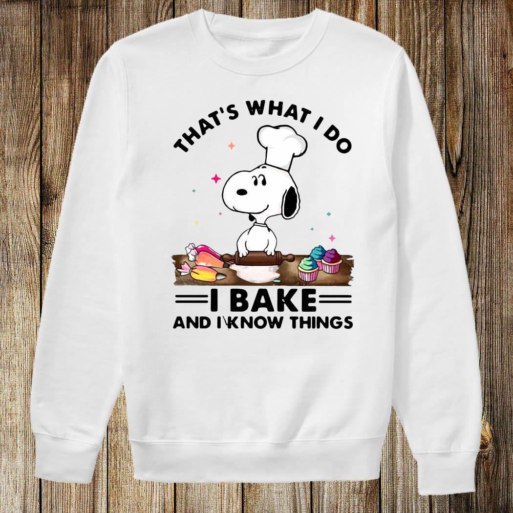 That's What I Do I Bake And I Know Things Snoopy Baking Shirt Sweatshirt